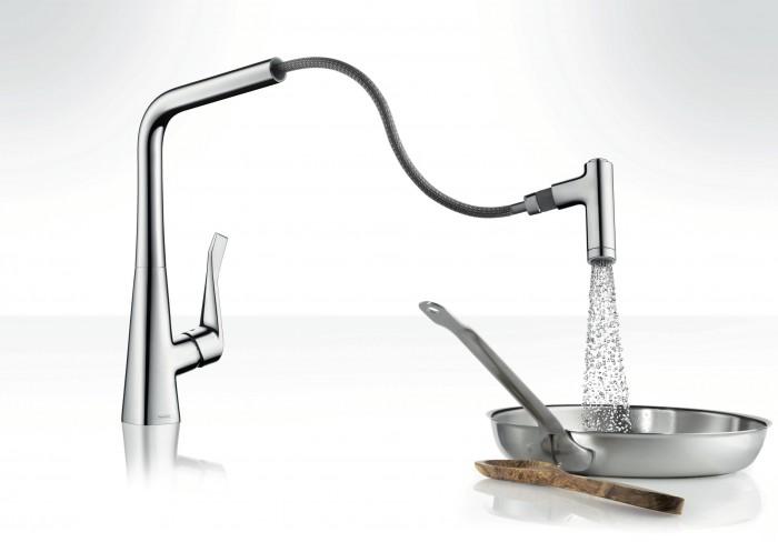 Köksblandaren Metris från HansGrohe har en ergonomisk och utdragbar handdusch. Rekommenderat pris är 4 720 kronor.